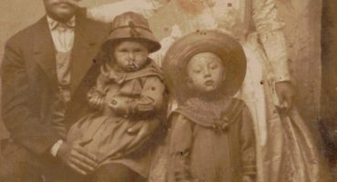 Popellár Géza családjával