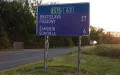 Jóváhagyva: a kisebbség nyelvén is fel lehet tüntetni az információkat az útjelző táblákon